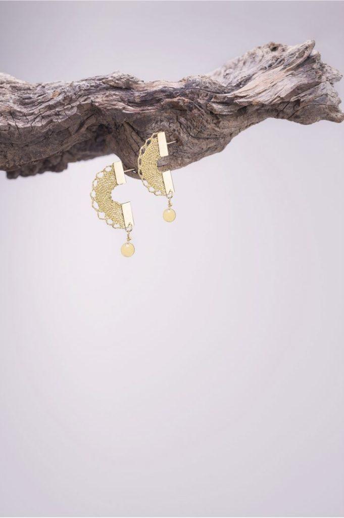 Ariadne's Thread – Bumblebee – Bobbin Lace Jewellery